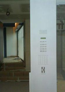 Placa 500 en pared de acero inox